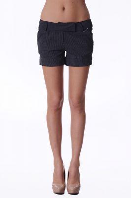 Къси раирани панталони